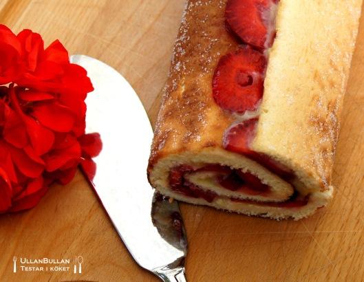 Rulltårta med vaniljkräm och jordgubbar ...